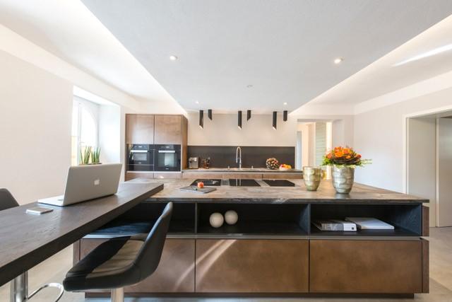 Moderne Küche mit BORA-Kochsystem