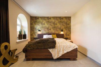 Schlafzimmer mit Ankleide in Braun/Grün