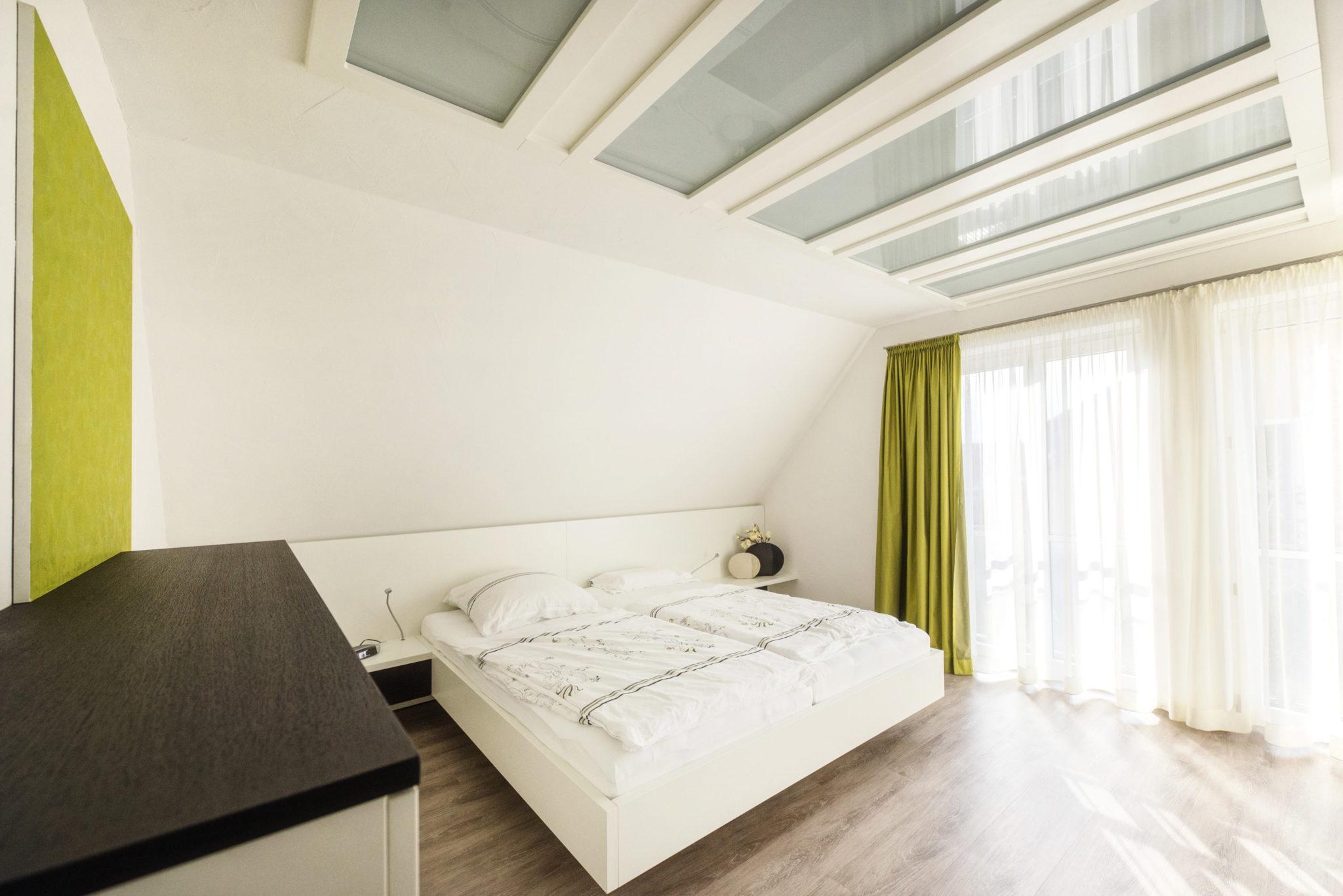 Schlafzimmer-vom-Schreiner