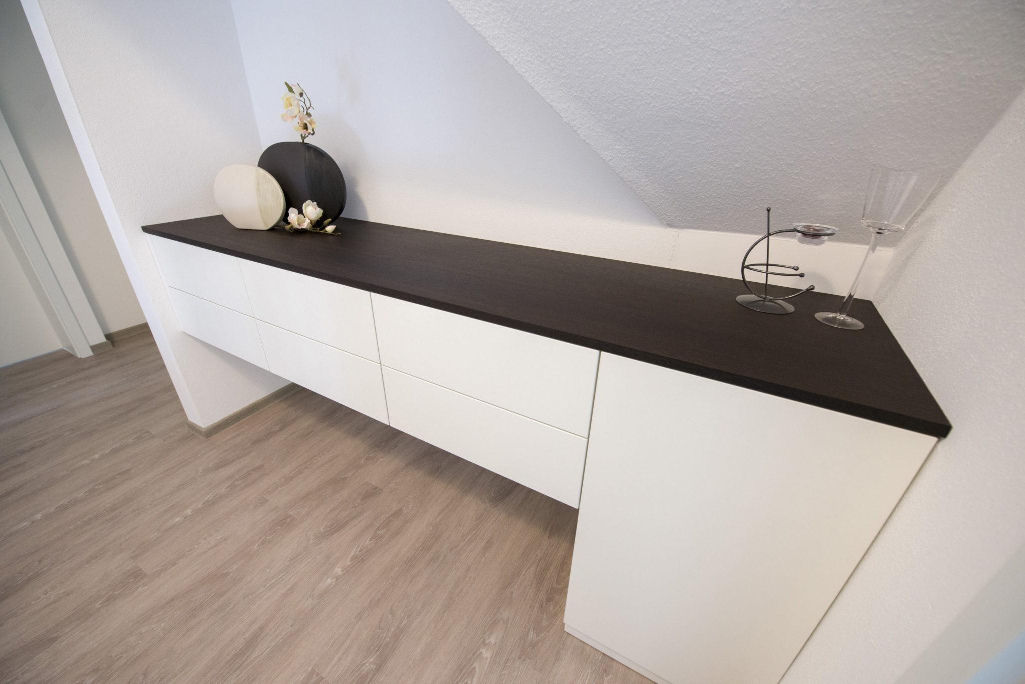 Schreinermöbel-mit-integrierter-Technik