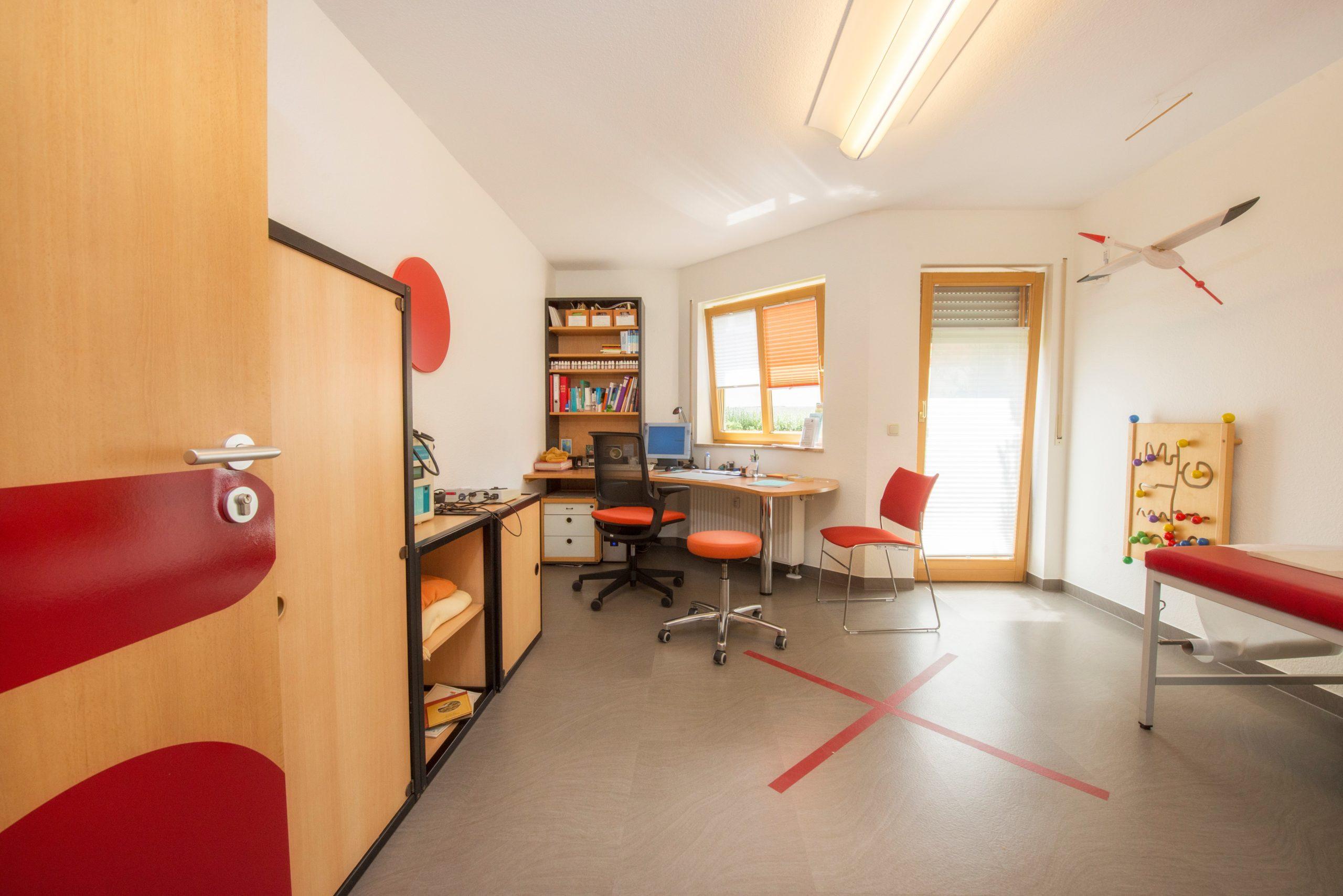 behandlungszimmer-raumplanung-farbkonzept