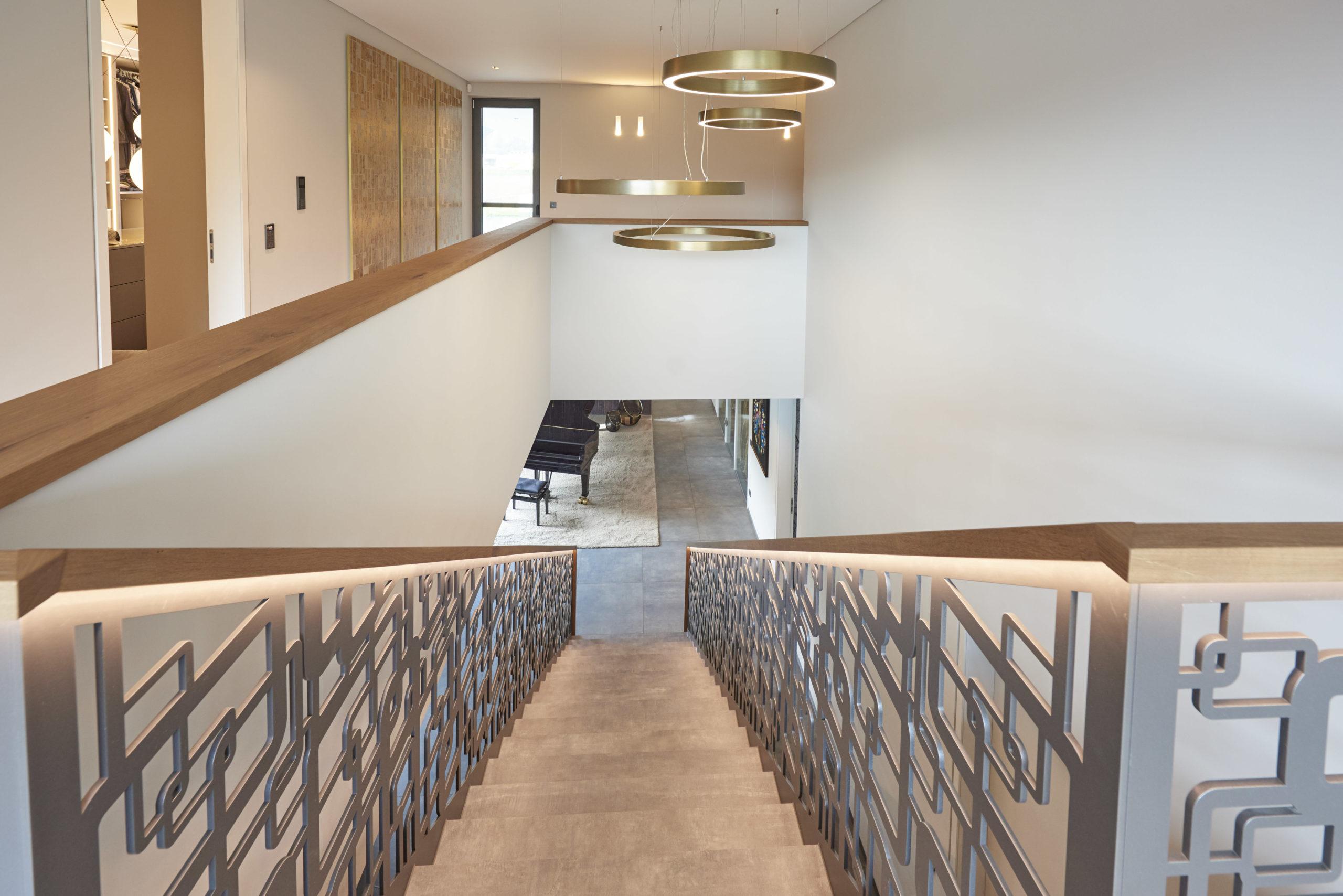 opulentes_treppenhaus-Kopie-scaled