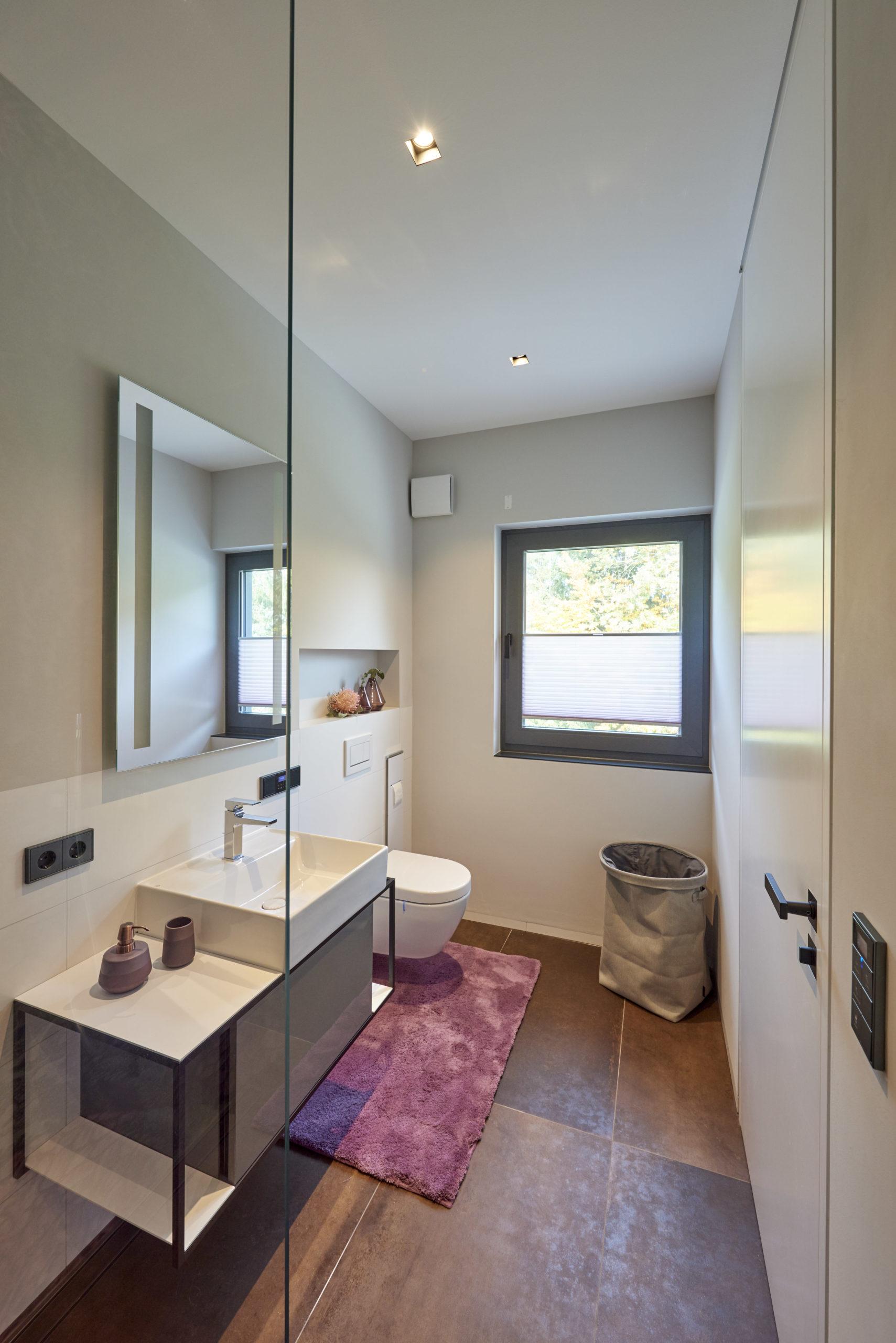 schlauchartiges_badezimmer-1-scaled