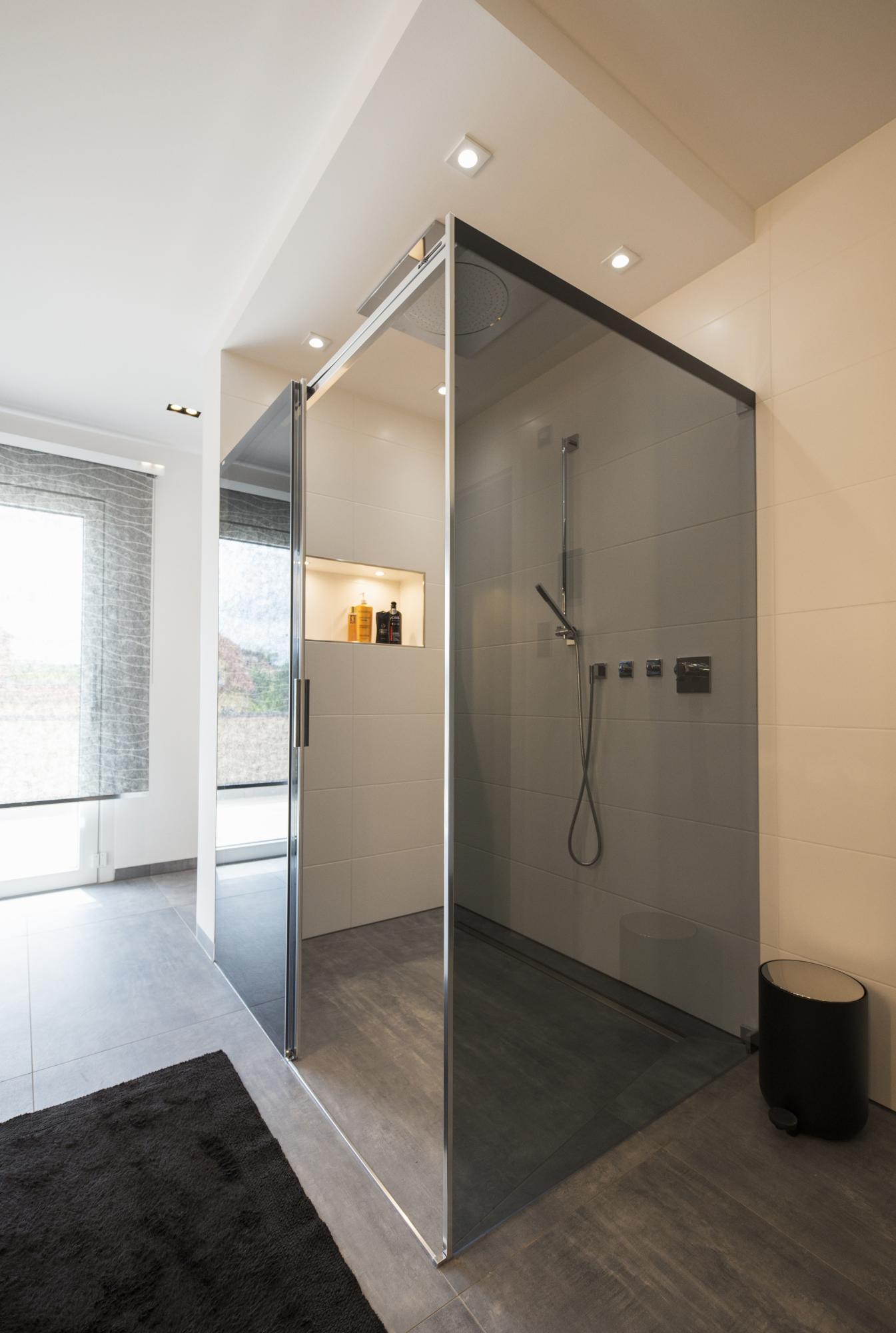www.ideenraumgeben.de-exklusives-bad-mit-viel-wohlfuehlfaktor-grosse-dusche