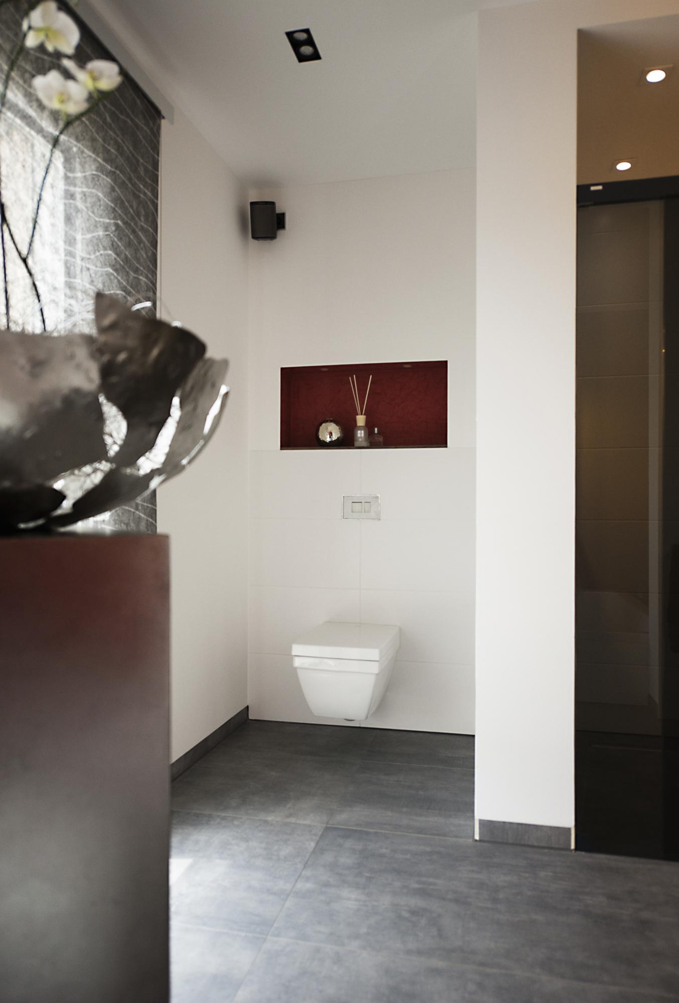 www.ideenraumgeben.de-exklusives-bad-mit-viel-wohlfuehlfaktor-wc-nische