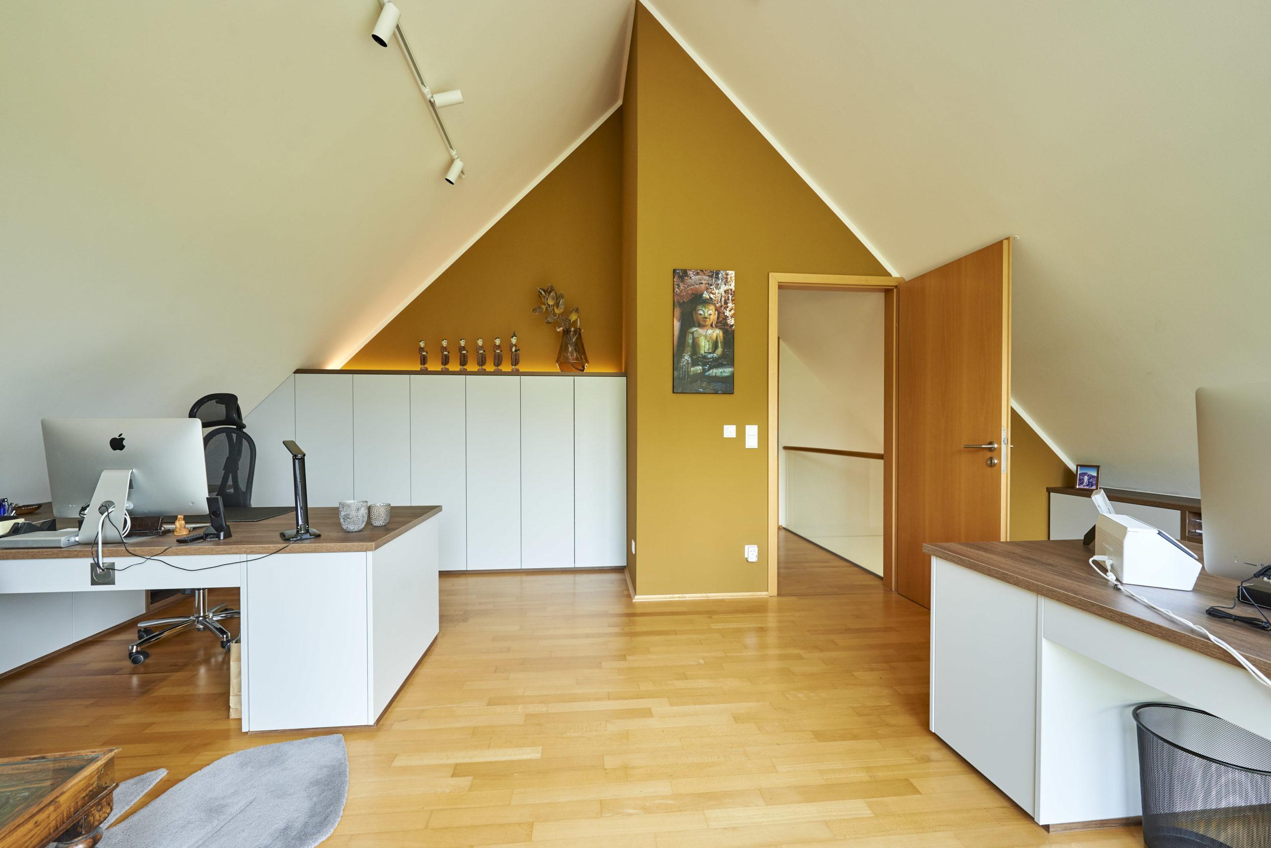 www.ideenraumgeben.de-umgestaltung-eines-grossen-home-office-mit-toller-aussicht-df4512c9-13fb-4c4a-bf9f-f31fb34067a8-scaled
