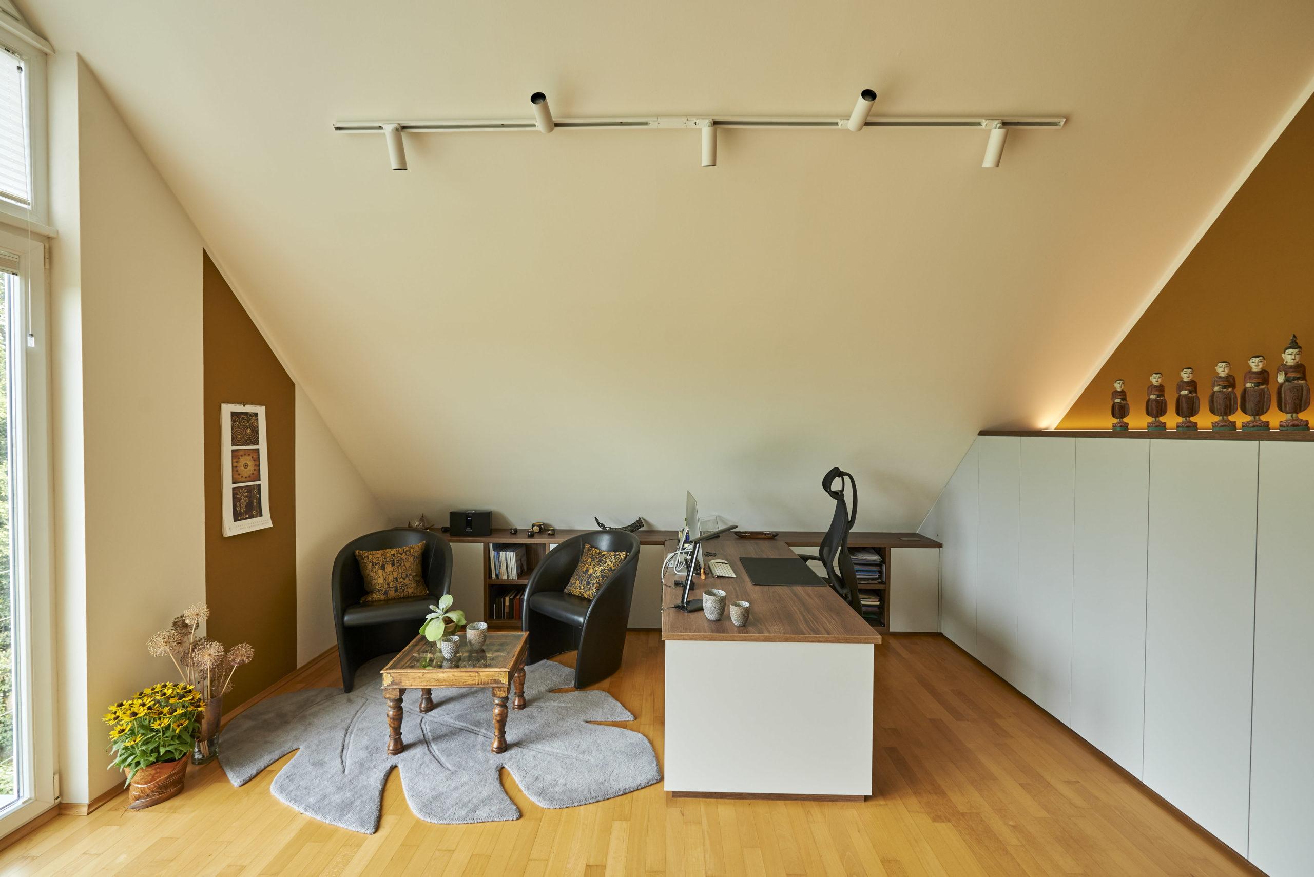www.ideenraumgeben.de-umgestaltung-eines-grossen-home-office-mit-toller-aussicht-innendesign-buero-scaled